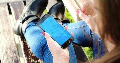 iphone 500291 1280 Teens use apps to keep secrets?